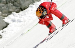 Nowy rekord świata w zjeździe na nartach ustanowił Simone Origone.