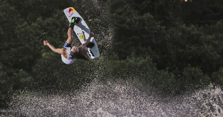 Wakeboarding – sport i zabawa idealne na wakacje