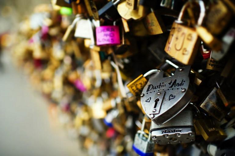 Paryż chce usunąć kłódki miłości z mostu Pont des Arts
