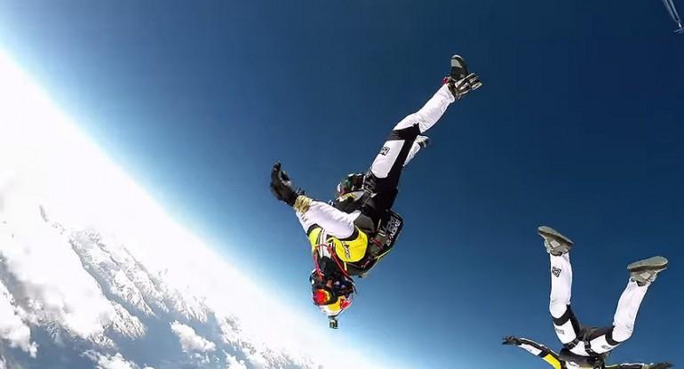 Skok z 33 000 stóp nad Mont Blanc. Ekstremalne wyczyny.