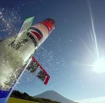 Odpalanie rakiety na wodę. To dopiero hobby.