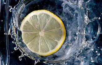 Woda z cytryną – czy lepsza od kawy?