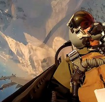 Obraz z kokpitu F-16 nad Alaską.