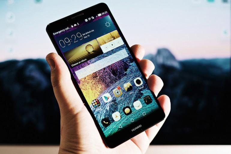 Huawei sprzedało 50 milionów smartfonów w I połowie 2015 roku.