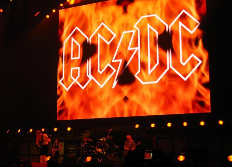No i stało się. AC/DC zgodzili się na sprzedaż utworów w formie cyfrowej.