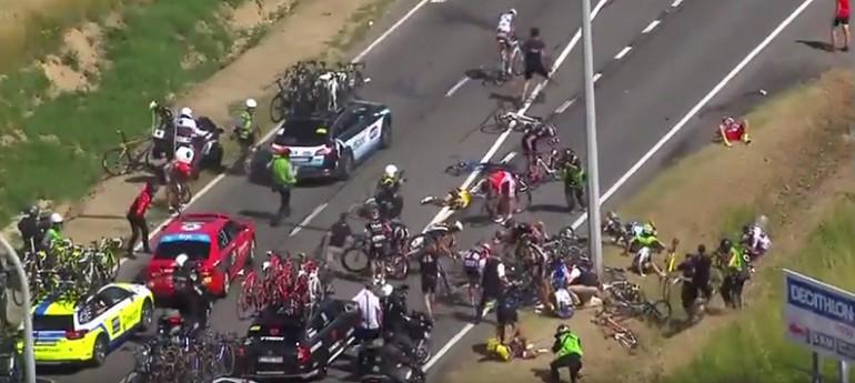 Wypadek 20 zawodników w Tour de France. Kraksa - Video