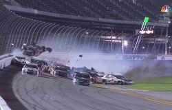 NASCAR i straszny wypadek. Austin Dillon na szczęście przeżył. [Wideo, zdjęcia]