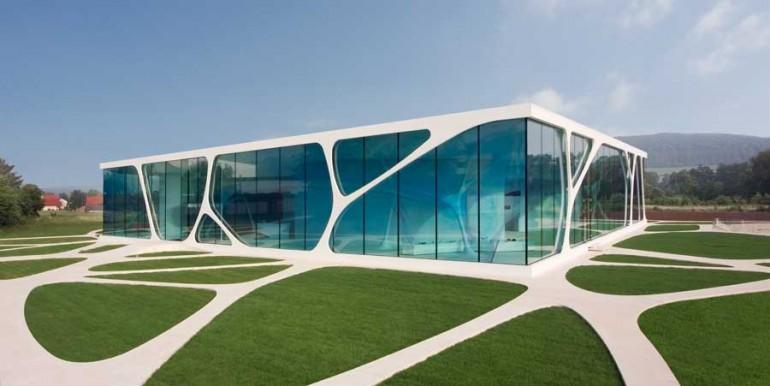 Leonardo Glass Cube. Nowatorski budynek. Fascynująca koncepcja.