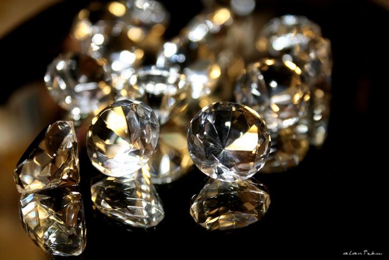 Ceny diamentów spadają.