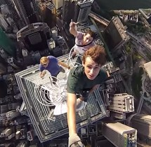 Selfie na drapaczu chmur w Hong Kongu