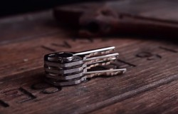 Breloczek na klucze który trzyma je razem i nie dzwonią. MagKey