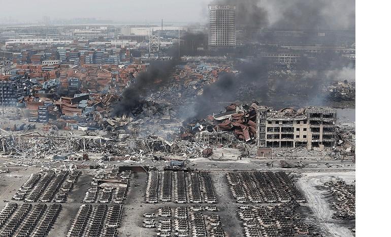 Tysiące samochodów spłonęło w największym chińskim porcie Tianjin.