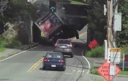 Niski most w Massachusetts jest pułapką dla nieostrożnych kierowców