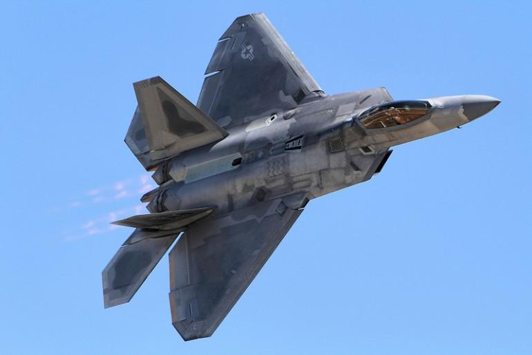 F-22 Raptors stacjonują już w Europie