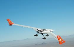 NASA testuje lekki nowoczesny samoloty o załamanych skrzydłach.