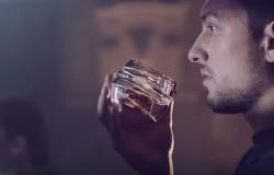 Szklankę do picia whisky w kosmosie zaprojektowana przez  Ballantine's