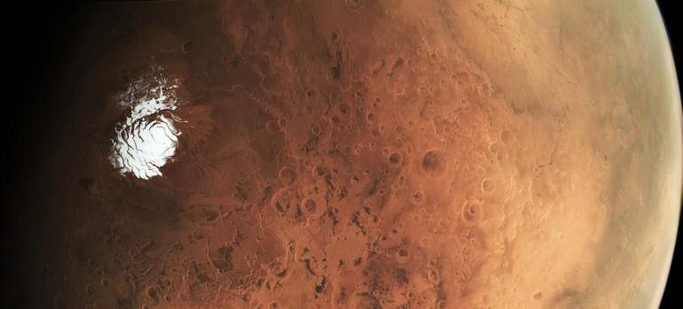 Piekny widok Marsa i lodowej skorupy. Gratka dla miłośników astronomii.