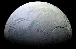 NASA potwierdza istnienie oceanu pod lodem na Enceladus