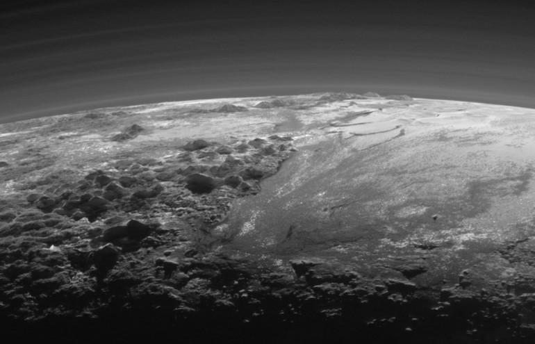 New Horizons i nowe zdjęcia i film powierzchni Plutona.