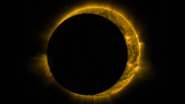 Niesamowite zaćmienie Słońca widziane z przestrzeni kosmicznej