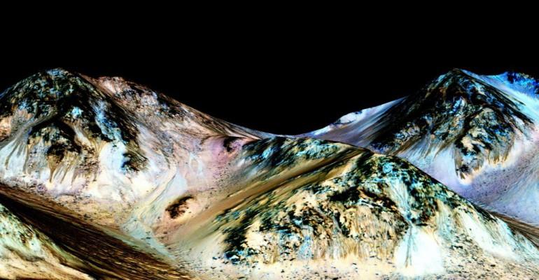 Na Marsie jest woda w stanie płynnym.