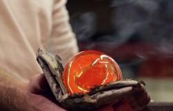 Jak się robi ręcznie szklaną butelkę z piasku