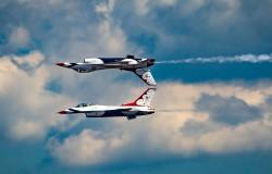 Genialne zdjęcie. Thunderbirds US Air Force jak lustrzane odbicie.