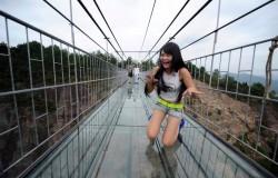 Przerażający szklany most w Chinach.