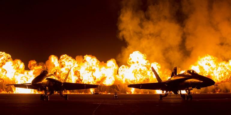 F-18 i ściana ognia na pokazach Air Show w San Diego
