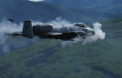 Ładowanie  amunicji do samolotu A-10 Thunderbolt II