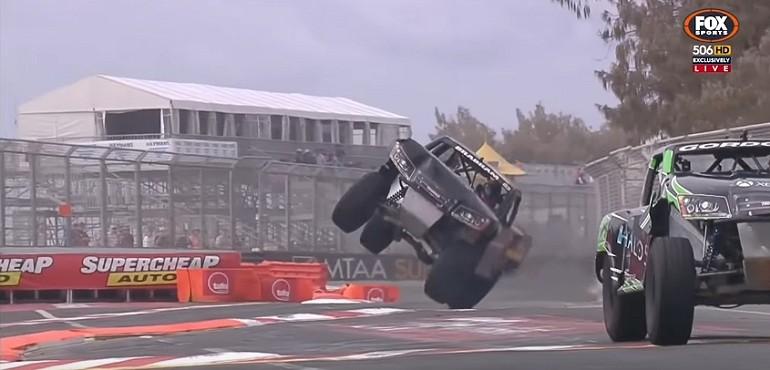 Wyścigi półciężarówek - gigantyczny skok
