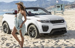 Naomie Harris i Range Rover Evoque Convertible