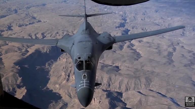 B-1 Bomber tankuje w powietrzu – nie takie proste jak się wydaje.