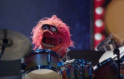 The Muppets - bitwa perkusistów - Dave Grohl i Zwierzak