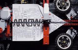 Maszyna do składania papierowych samolotów z LEGO