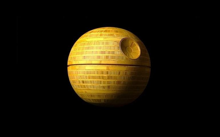 Gwiazda Śmierci zbudowana z drewna [video]