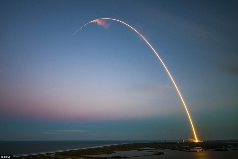 SpaceX otrzymał kontrakt na wyniesienie wojskowych satelitów
