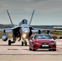 Lexus LC kontra F-18