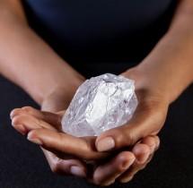 Rekordowej wielkości diament 1109 karatów trafi na aukcję