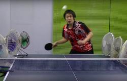 Zabawne triki i pomysły gracza ping ponga