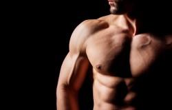 Stalowe ramiona i twardy biceps