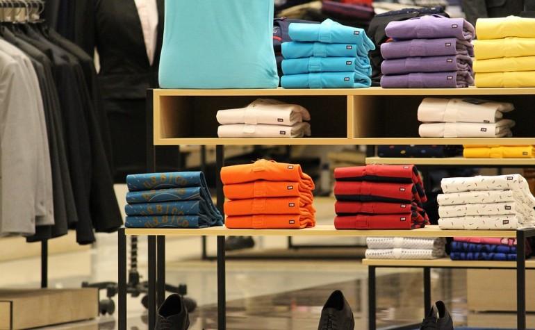 Zakupy ubrań to nie tylko domena kobiet. Facet też powinien mieć trochę ubrań.