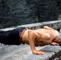 Ćwicz nie tylko na siłowni, pompki, brzuszki możesz ćwiczyć wszędzie.