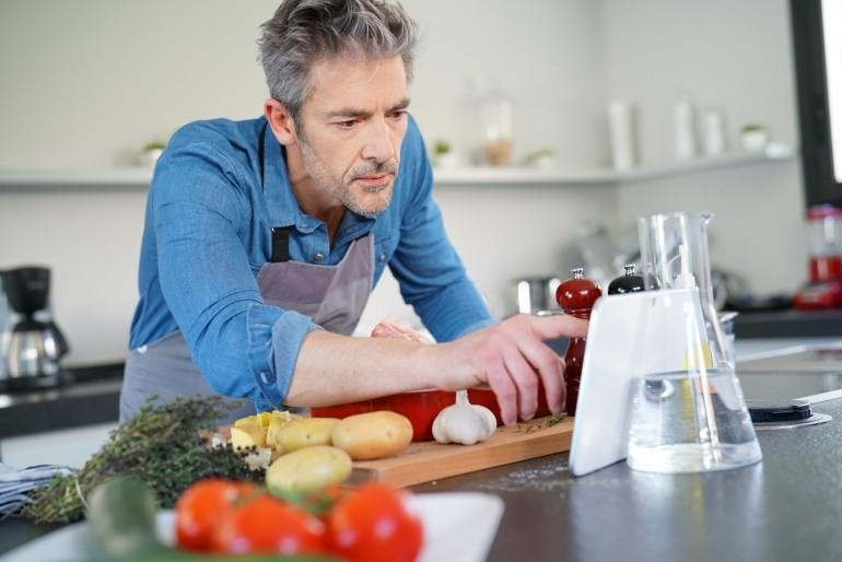 Gotując samemu wiesz co jesz. Unikaj chemii w gotowych potrawach.
