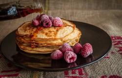 Naleśniki pancakes, szybkie i smaczne jedzenie.