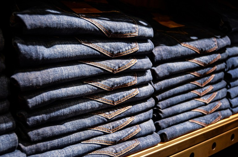 Spodnie męskie jeans - jak je wybrać, by zawsze wyglądać modnie?