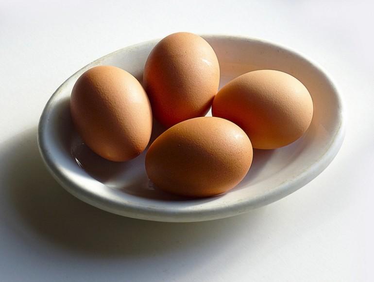 Sposób na obranie jajka ze skorupki - w 20 sekund! Też tak możesz.